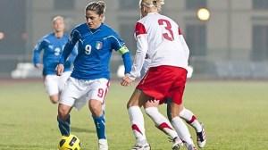 Patrizia Panico membuka gol bagi Italia